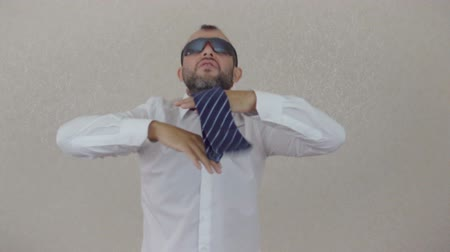 inspiradora : Crazy happy businessman dancing in corporate office Vídeos