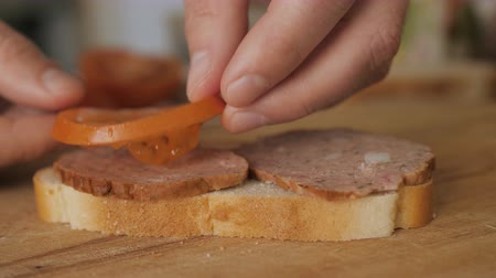 kiełbasa : Close up. Man cooking sandwich on wooden table. Slow motion.