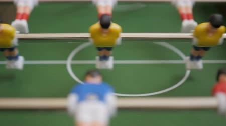 gardien de but : Friends Playing Table Soccer Game Closeup. People playing football or kicker with miniature players. Slow Motion. Shallow DOF. Playing Football Soccer on game table. Close Up.