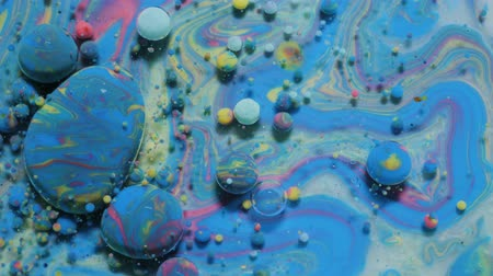gravitace : Slow Motion Bright Colors Bubbles Oil Beautiful Paint Universe Color Moving Multicolored Close Up. Acrylic Paint. Fantastic Hypnotic Surface. Abstract Colorful Paint Metamorphosis Structure Bubbles Dostupné videozáznamy