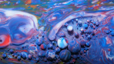 kwantum : Slow Motion Bright Colors Bubbles Oil Beautiful Paint Universe Color Moving Multicolored Close Up. Acrylic Paint. Fantastic Hypnotic Surface. Abstract Colorful Paint Metamorphosis Structure Bubbles Stockvideo
