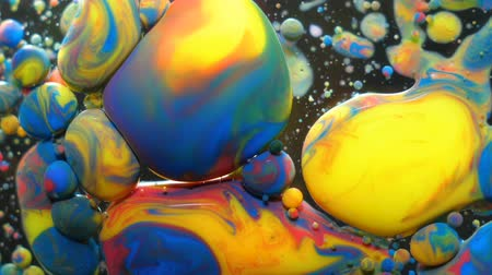 metamorfoza : Colorful Bright Bubbles Oil Beautiful Paint Universe Color Moving Multicolored. Acrylic Paint. Space Universe, Quantum Physics. Fantastic Hypnotic Surface. Metamorphosis Chemical Reaction.
