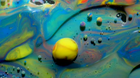 átomo : Colorful Bright Bubbles Oil Beautiful Paint Universe Color Moving Multicolored. Acrylic Paint. Space Universe, Quantum Physics. Fantastic Hypnotic Surface. Metamorphosis Chemical Reaction.