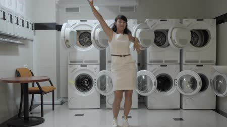 mestiça : Woman Dancing Viral Dance And Have Fun In the Laundry Room. Happy Business Woman Enjoying Dance, Having Fun Together, Party. Joyful Female in Formal Dress Dancing Cheerful In Laundry Room. Stock Footage