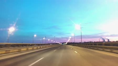 ponto de referência : Time Lapse Driving Car On Highway At Dark POV. Hyper Laps Evening Sunset Street Lights. Night, Camera In Front, Windshield Reference. Hyperlapse in Evening City.