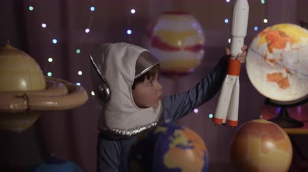 astronauta : Space Travel Game Inspiration Spaceship. Little Kid Boy Astronaut Launching Toy Rocket From Spaceport Through Planets. Child Dreamer Playing With Toy Space Rocket Flying Among Planets. SLOW MOTION. Wideo