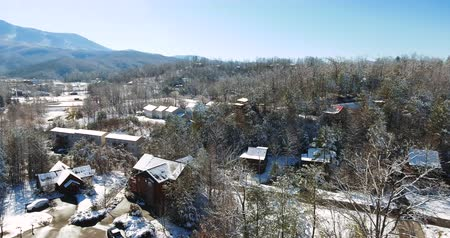 füstös : Aerial view of Gatlinburg during winter time 4k Stock mozgókép