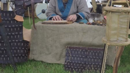 kowalstwo : leather goods on a medieval market Wideo