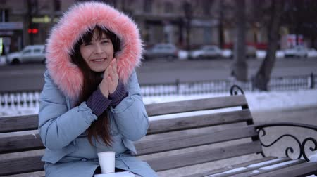 warms : An attractive girl in a gray warm coat, wearing a warm winter coat Stock Footage