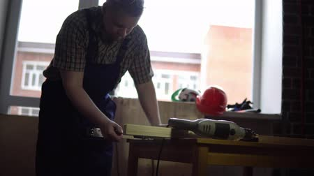plywood : Process of building a wooden table.