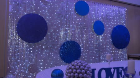 luxo : Cafe decorated for wedding in silver-blue tones