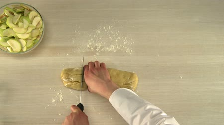bıçak : Manual dough cutting.