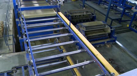 посылка : Sandwich panel producing device at work