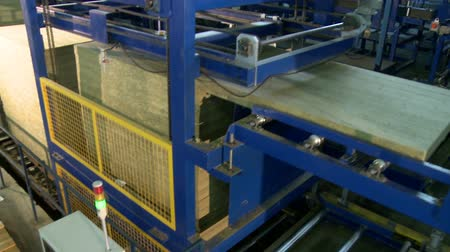 eixo : Sandwich panel producing device at work