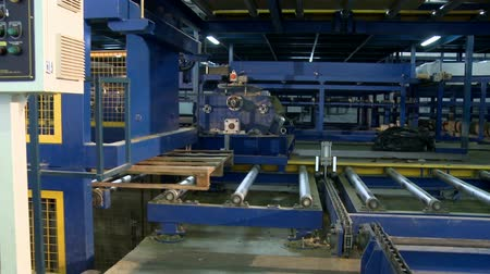посылка : Sandwich panel production equipment view Стоковые видеозаписи
