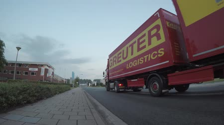 gümrük : Mercedes Actros truck passing Stok Video
