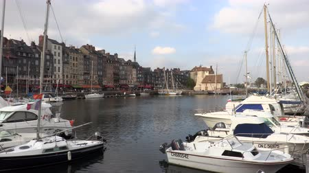 honfleur : HONFLEUR, FRANCE - OCTOBER 12, 2015: The old harbor of Honfleur, famous for HAVING beens Many Times painted by artists, on October 12, 2015 in Honfleur, France Stock Footage
