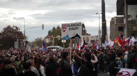 протест : PRAGUE, CZECH REPUBLIC, NOVEMBER 17, 2015: Demonstration against Islam and refugees in Prague, banner stop islamisation of Europe, Czech Republic flags, Europe, EU