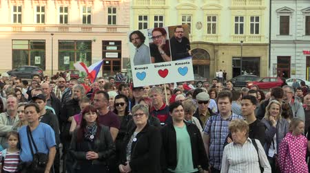 incapacidade : OLOMOUC, CZECH REPUBLIC, APRIL 9, 2018: Demonstration of people crowd against the Prime Minister Andrej Babis and president Milos Zeman, banner love heart for Kroupa, Slonkova and Kmeta