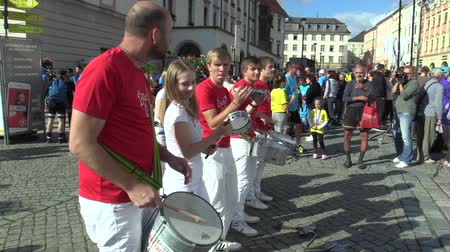 namesti : OLOMOUC, CZECH REPUBLIC, JUNE 23 , 2018: Half Marathon race run Olomouc 9th, Banda Grande drum group, Brazilian and ethnic music band and shows at festivals and sports events, Europe