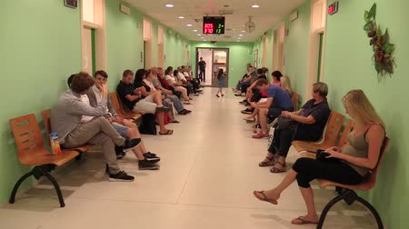 потолок : OLOMOUC, CZECH REPUBLIC, JUNE 20: People are waiting in the waiting room at the office of the City Hall, the office for identification documents and permanent residence Стоковые видеозаписи