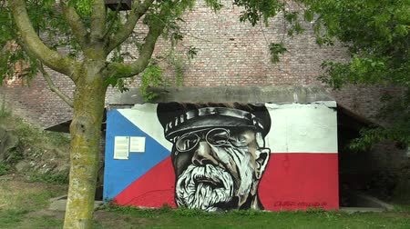 druhé světové války : OLOMOUC, CZECH REPUBLIC, JULY 5, 2018: Graffiti graphics of Tomas Garrigue Masaryk face and cap and glasses at the concrete entrance to the antinuclear, spray paint
