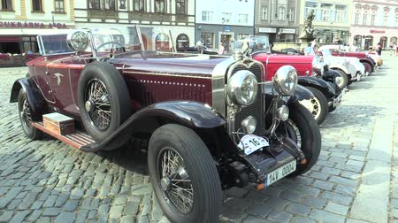 valued : OLOMOUC, CZECH REPUBLIC, JULY 5, 2018: Historic cars veterans on a public car ride through city of Olomouc drive people, first arriving Bugatti 57 1934 Stock Footage