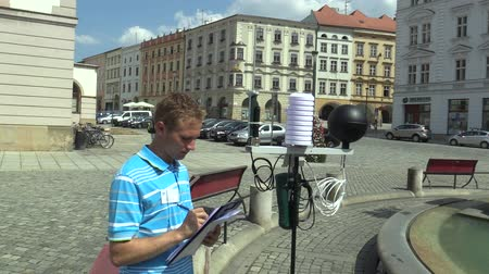 az érintett : OLOMOUC, CZECH REPUBLIC, AUGUST 2, 2018: Scientific measurement of meteorological parameters on a mobile weather monitoring station science, measuring temperature, humidity, pressure and more Stock mozgókép