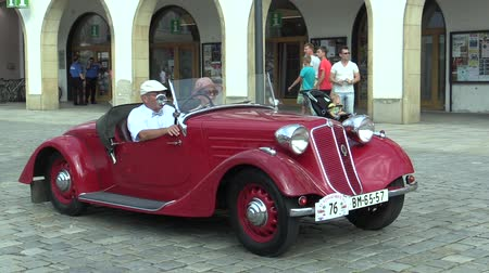 valued : OLOMOUC, CZECH REPUBLIC, JULY 5, 2018: Historic cars veterans on a public car ride through city of Olomouc drive people, first arriving of Tatra 75 T 87 1940, Europe Stock Footage
