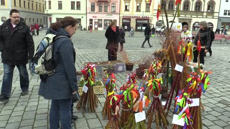 кнут : OLOMOUC, CZECH REPUBLIC, MARCH 30, 2018: Sales of traditional Easter whip folk celebrations holidays on the square market in Olomouc, holidays of spring and calm, Paschal holiday, people