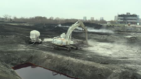 dioxid : OSTRAVA, CZECH REPUBLIC, NOVEMBER 28, 2018: Liquidation of remediation of landfills waste of oil and toxic substances, burnt lime is applied to the oil pollution by means of fine cutter excavator Stock mozgókép