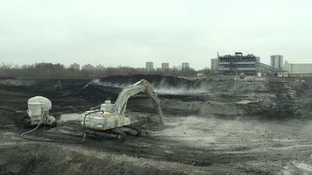 znečištěné : OSTRAVA, CZECH REPUBLIC, NOVEMBER 28, 2018: Liquidation of remediation of landfills waste of oil and toxic substances, burnt lime is applied to the oil pollution by means of fine cutter excavator Dostupné videozáznamy