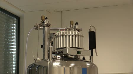 širokopásmové : OLOMOUC, CZECH REPUBLIC, SEPTEMBER 28, 2018: Nuclear magnetic resonance NMR spectrometers for structural analysis genetic proton, proteins molecules, broadband observed probe work