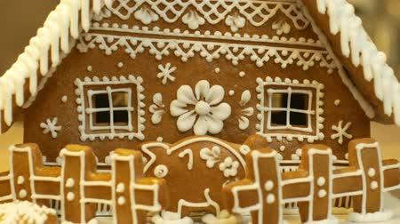 beyazlar : Gingerbread house and cottage cake beautiful, a fence with a piggy bank, decorated with a confectionery white icing with beaten egg whites, folk creative work, decoration for Christmas time