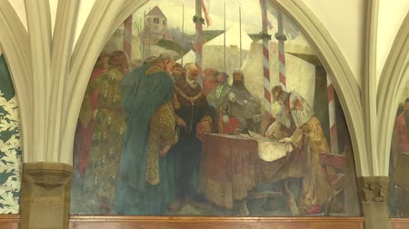 rytíř : OLOMOUC, CZECH REPUBLIC, APRIL 15, 2018: Knights Hall in the town city hall of Olomouc, wall paintings history king Premysl Otakar II handed over to the Olomouc Fojt in 1261