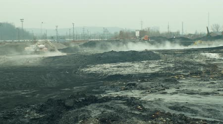 přidání : OSTRAVA, CZECH REPUBLIC, NOVEMBER 28, 2018: Liquidation of remediation of landfills waste of oil and toxic substances, burnt lime is applied to the oil pollution by means of fine cutter excavator Dostupné videozáznamy