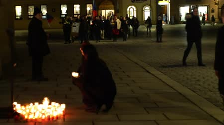 perseguição : OLOMOUC, CZECH REPUBLIC, JANUARY 16, 2019: Jan Palach student demonstration march of the crowd burning with fire 50 years anniversary, memorial, candles and burning people are sad
