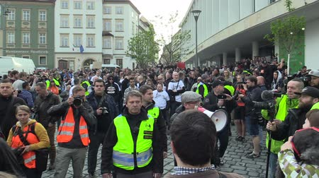 megafon : BRNO, CZECH REPUBLIC, MAY 1, 2019: National Social Front Czech, is forming a procession crowd and a gathering for a march with megaphone. March of radical extremists, suppression democracy Dostupné videozáznamy