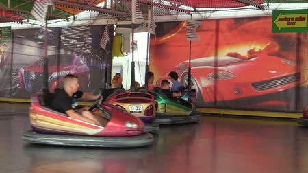 pára choque : OLOMOUC, CZECH REPUBLIC, AUGUST 30, 2018: Bumper cars children and dodgems multifunctional fun and attraction modern tempting, people child are happy amusement park, bumping, dodging and dashing