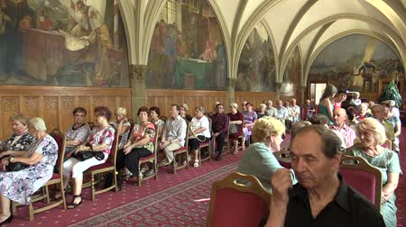 王 : OLOMOUC, CZECH REPUBLIC, APRIL 15, 2018: Knights Hall in the town city hall of Olomouc, old people retirees sitting on chairs, gothic vaulted ceiling, memorial, ceremonial and wedding room