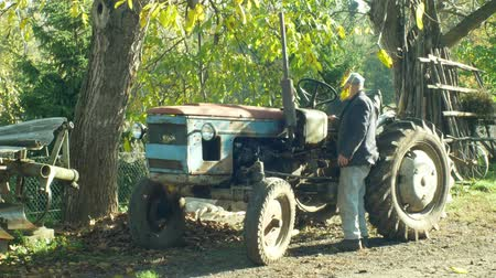 efsane : OLOMOUC, CZECH REPUBLIC, OCTOBER 24, 2018: Stark historical home made tractor, 60 years old, farmers in the village are home-made, old man carries out the test and engine start test Stok Video