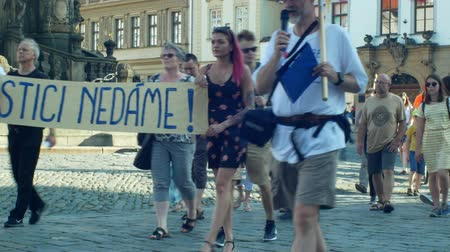 incapacidade : OLOMOUC, CZECH REPUBLIC, JUNE 11, 2019: Demonstration of people crowd against the Prime Minister Andrej Babis , a banner with we will protect the judiciary justice