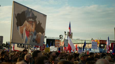 PRAGUE, CZECH REPUBLIC, NOVEMBER 16, 2019: Demonstration of people crowd against Prime Minister Andrej Babis demise, 300,000 mass protesters crowd throng of activists Letna Prague, flags and banners Wideo