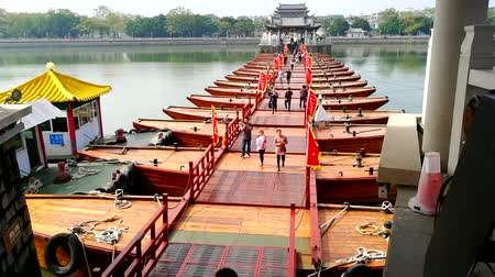 han river : People crossing the pontoon section of the Guangji (Xiangzi) Bridge in Chaozhou, China