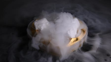 диоксид : HD video white smoky movement in the heart bowl with effect of dry ice on darkness background