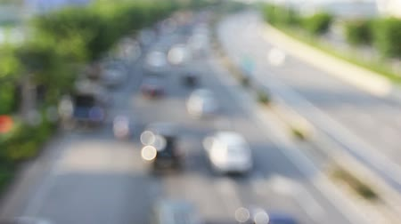 zadní : out of focus highway traffic on sunny day