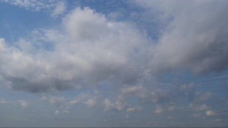 homály : White clouds in the blue sky. Timelaps