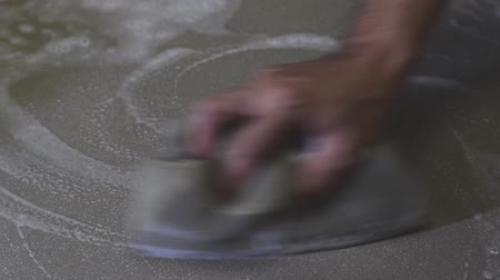 troffel : Mens hands are using a sponge cleaning the tile floor. Stockvideo