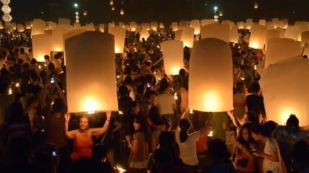 yeepeng : CHIANGMAI THAILAND OCTOBER 25 :Unidentified Tourists visit the day of Yeepeng Sansai Floating Lantern Ceremony to pay Homage to the Lord Buddha and Release lantern to the sky on October 25 , 2014. Stock Footage