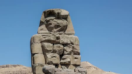 cártula : Egypt. Luxor. The Colossi of Memnon - two massive stone statues of Pharaoh Amenhotep III